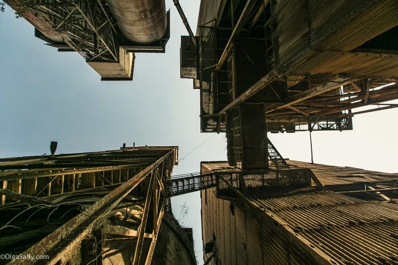 Заброшенный цементный завод в Катманду (35)