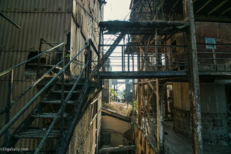 Заброшенный цементный завод в Катманду (34)