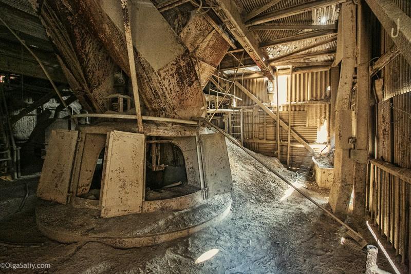 Заброшенный цементный завод в Катманду (33)