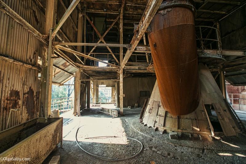 Заброшенный цементный завод в Катманду (31)