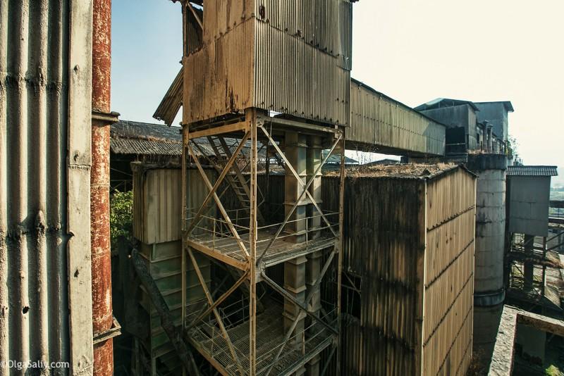 Заброшенный цементный завод в Катманду (29)
