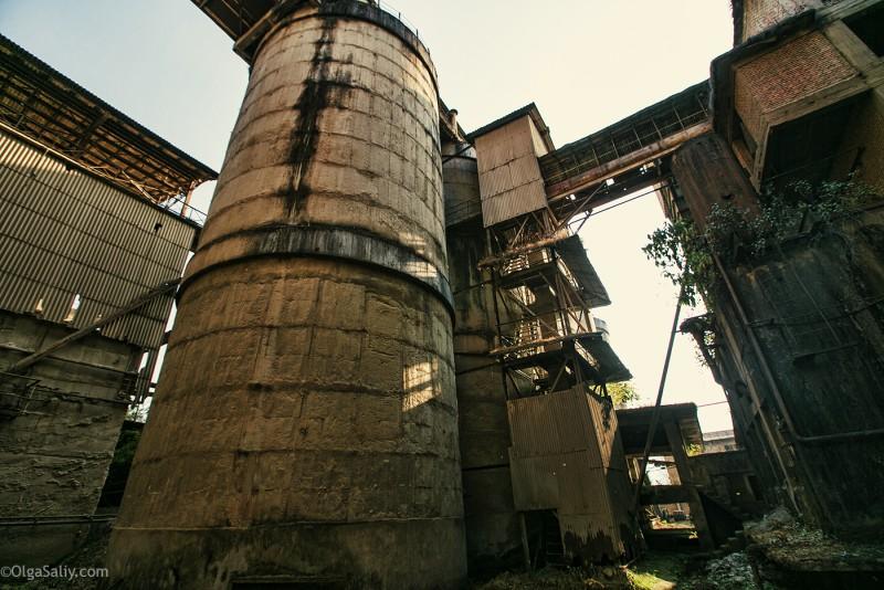 Заброшенный цементный завод в Катманду (26)