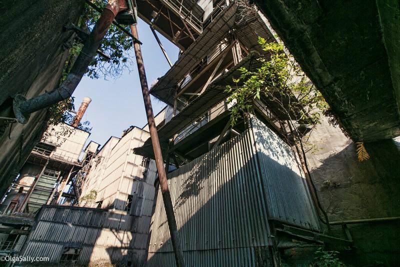 Заброшенный цементный завод в Катманду (24)