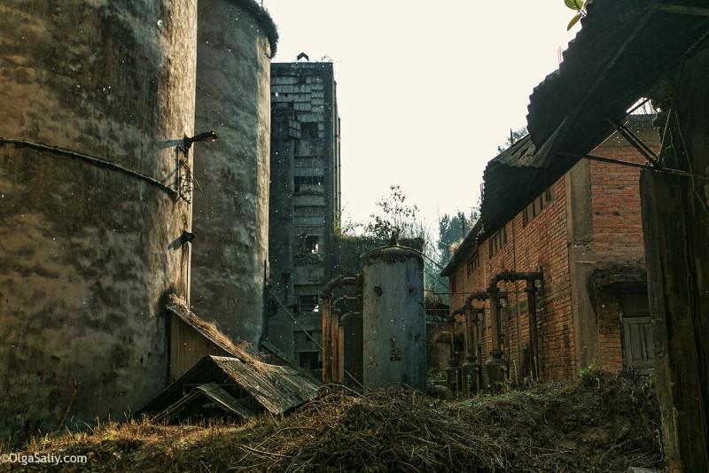 Заброшенный цементный завод в Катманду (21)