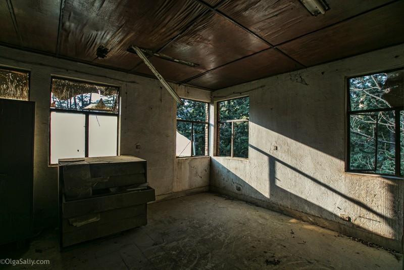 Заброшенный цементный завод в Катманду (15)