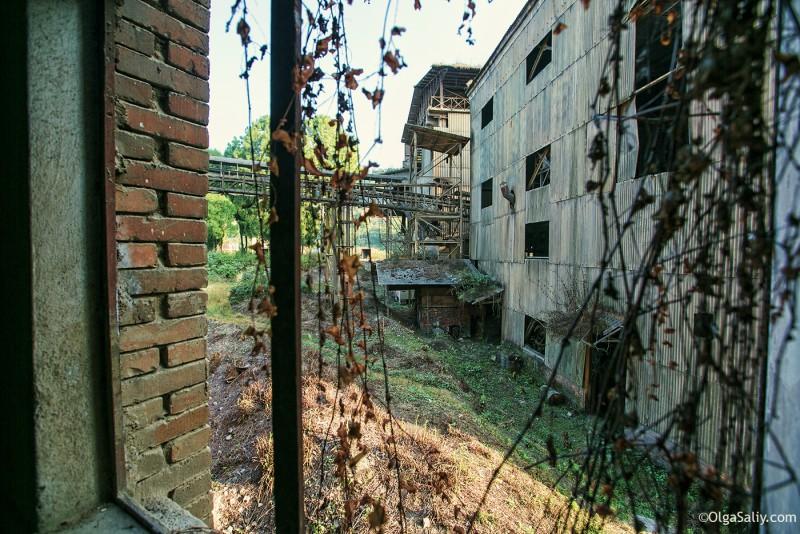 Заброшенный цементный завод в Катманду (4)