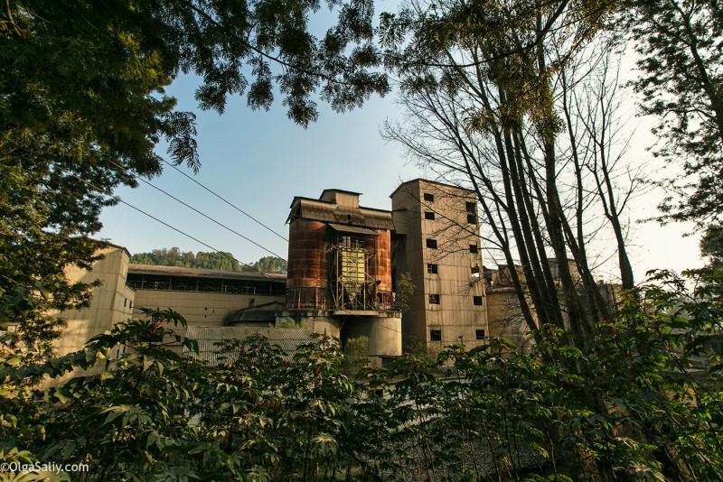 Заброшенный цементный завод в Катманду (1)