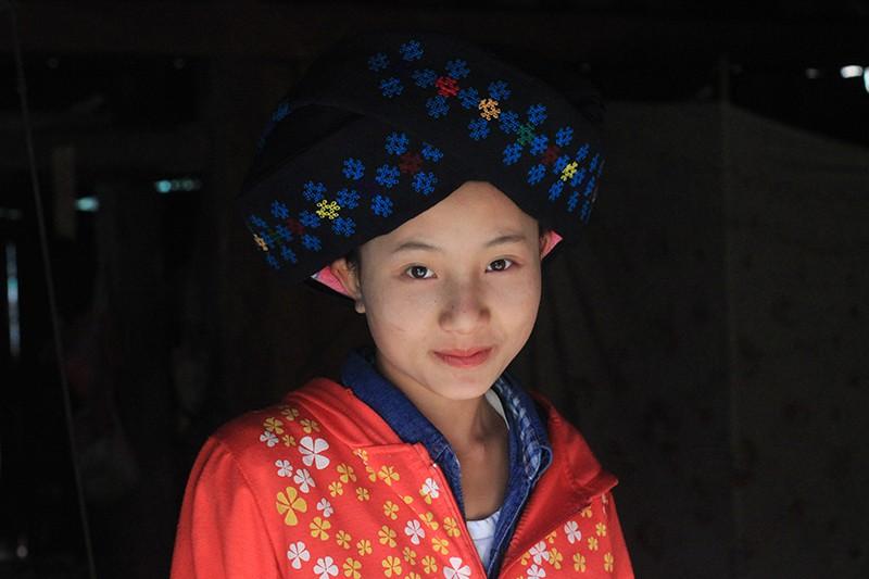 Девочка из племени Яо Мьен