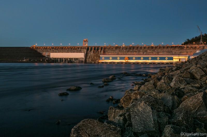 Богучанская ГЭС ночью