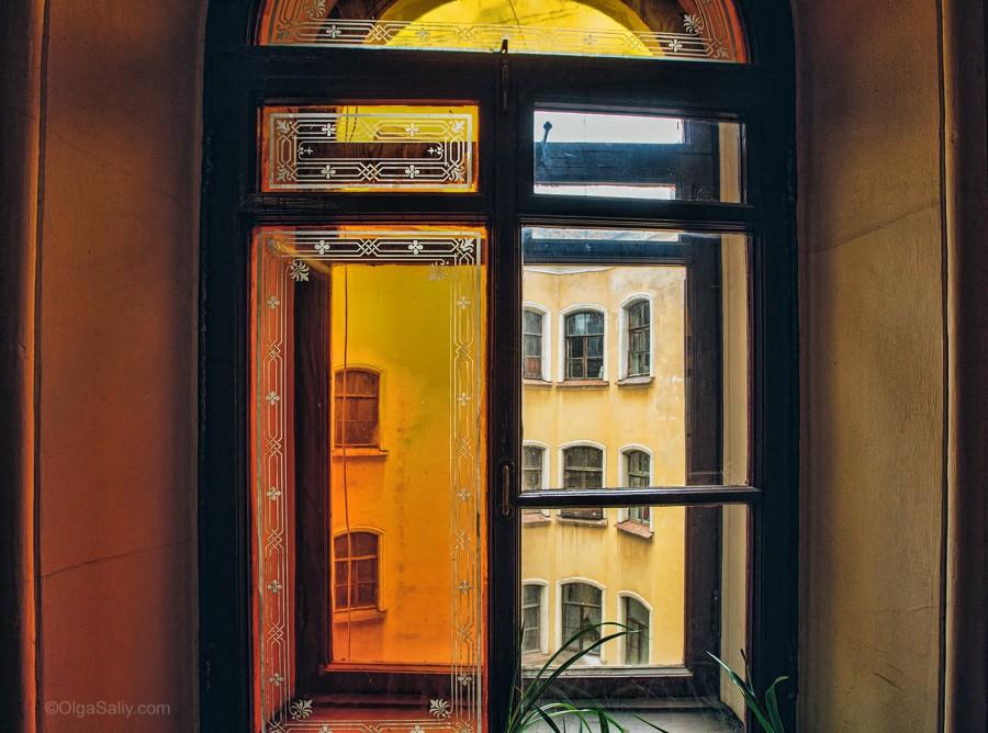 Окно в подъезде Санкт-Петербург