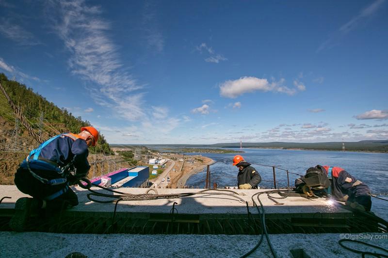 Строители на Богучанской ГЭС