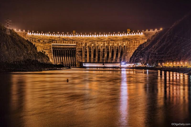 Саяно-Шушенская ГЭС ночью
