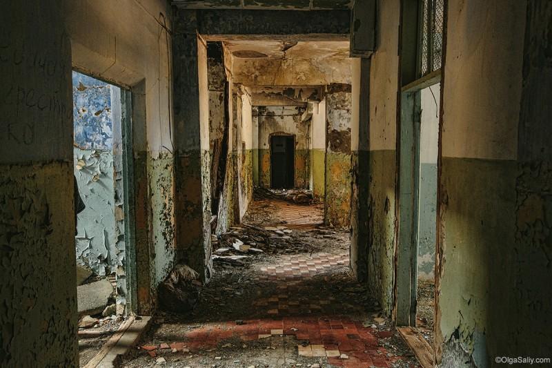 Заброшенные здания на ртутном руднике Акташ
