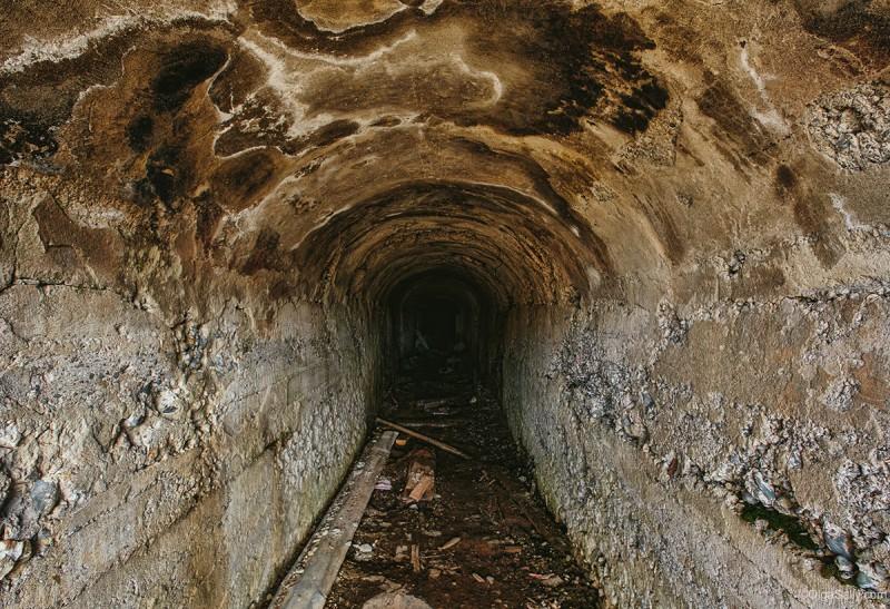 Шахта на заброшенном ртутном руднике Акташ