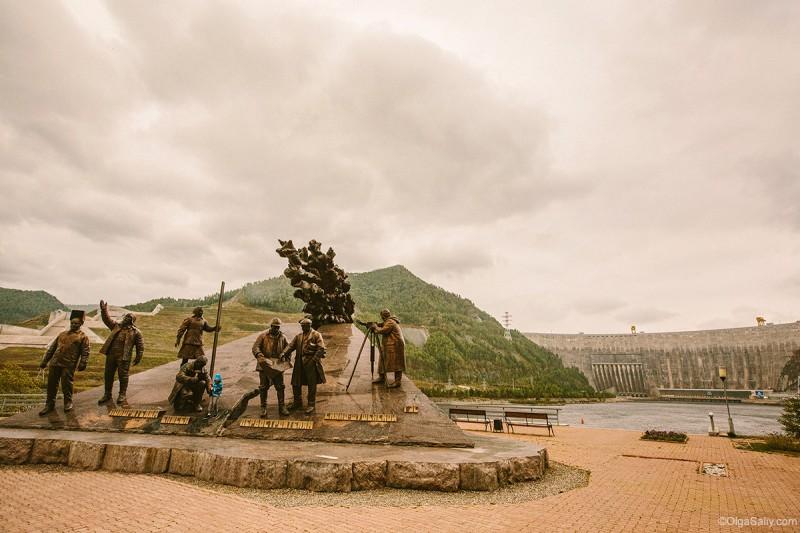 Саяно-Шушенская ГЭС памятник строителям