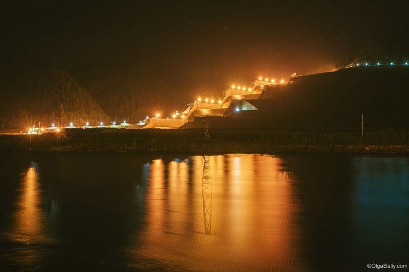 Саяно-Шушенская ГЭС водозброс ночью