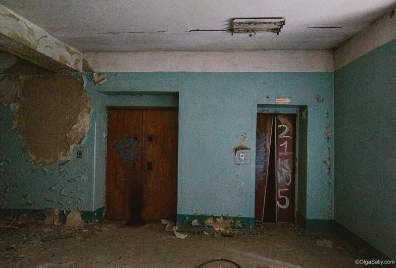 Лифт в заброшенном здании