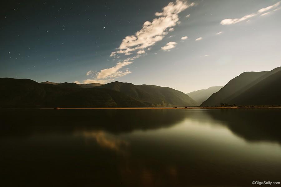 Ночной горный пейзаж. Телецкое озеро