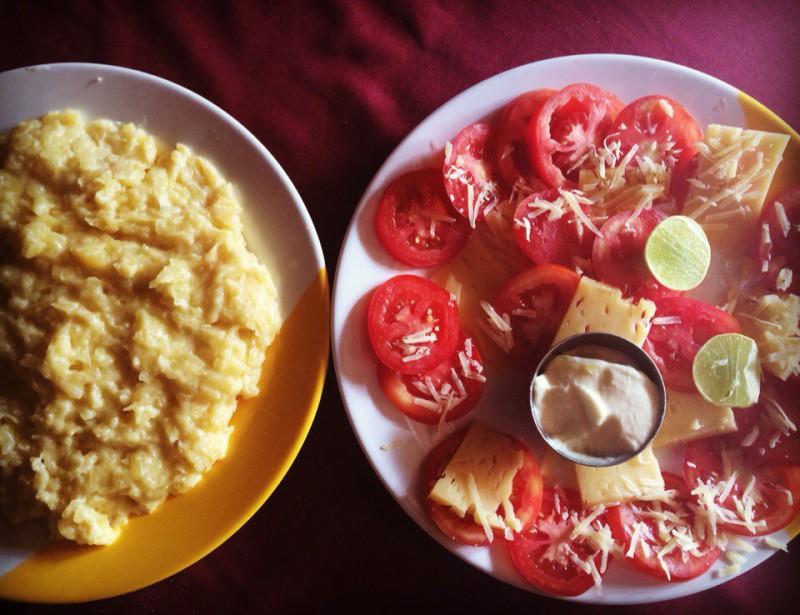 Картошка и помидоры с сыром - Непал еда