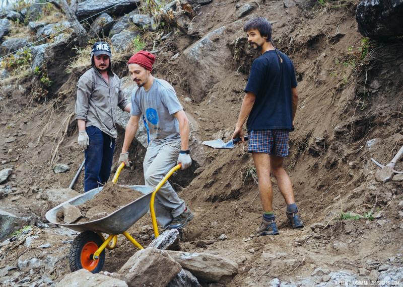 Строительство школы в Непале. Волонтёры (28)