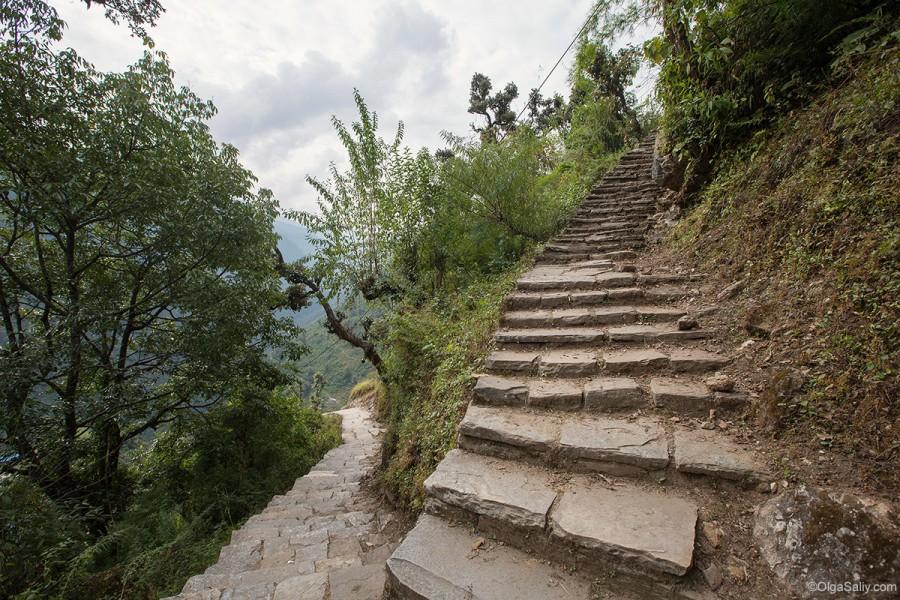 Каменные ступени в Непале