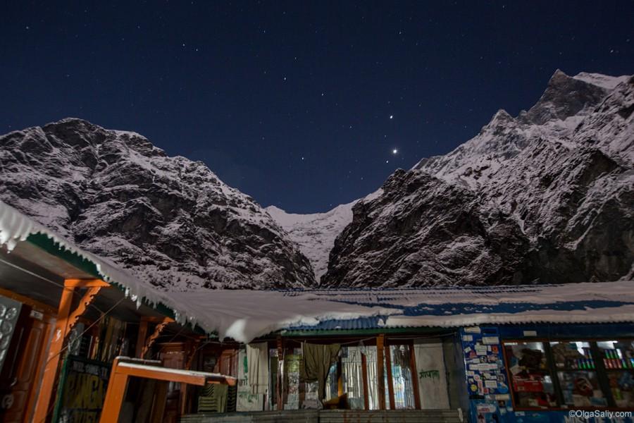 Базовый лагерь Мачепучаре ночью