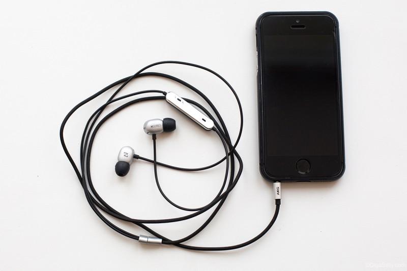 Отзыв наушники для путешественников AKG N20 с айфонами и Сони