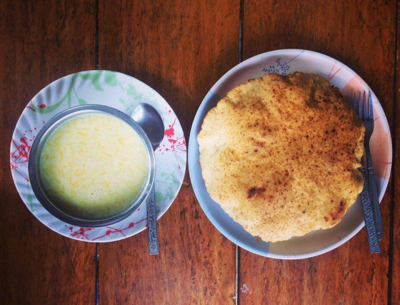 Крем-суп и кукурузная лепёшка в Непале