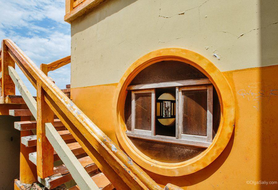 Заброшенный отель во Вьетнаме (9)