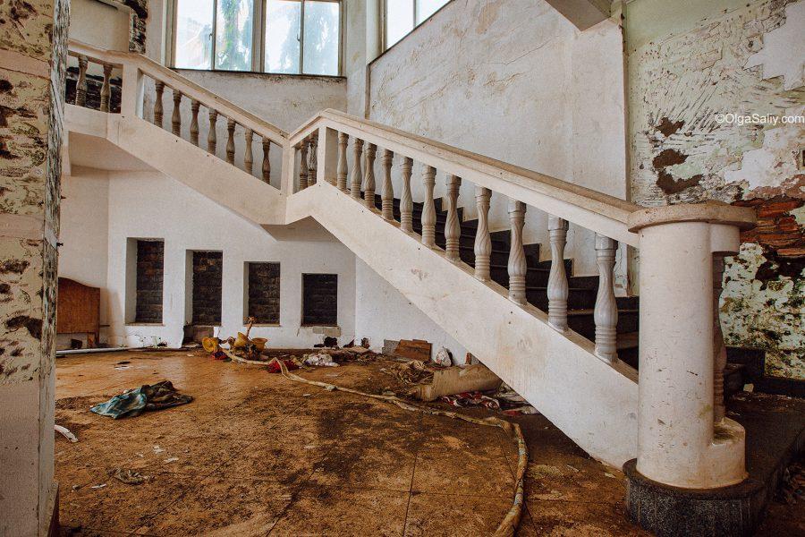 Заброшенный отель во Вьетнаме (4)