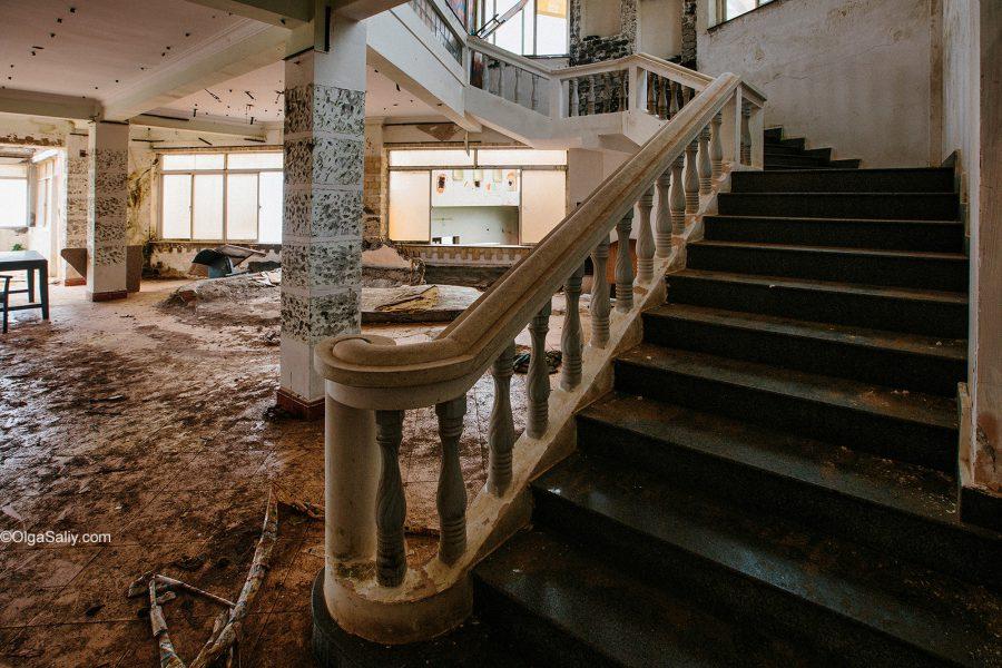 Заброшенный отель во Вьетнаме (3)