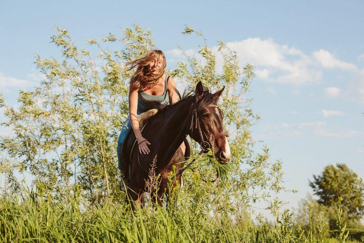 Девушка и лошадь (5)