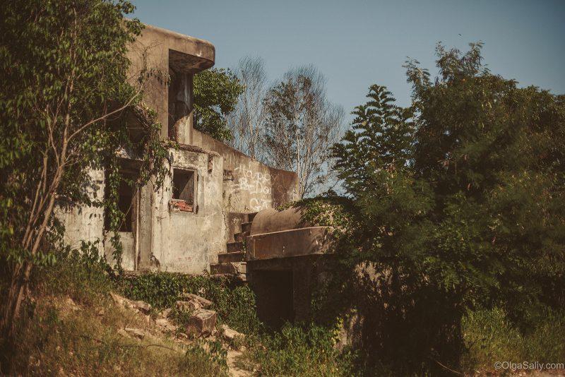 Заброшенный военный форт на горе Вунгтау, Вьетнам (1)
