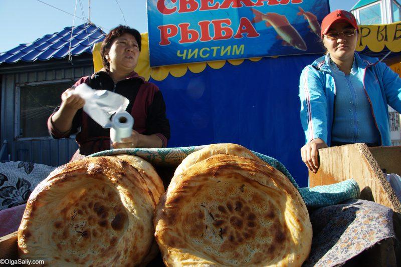 Киргизские лепешки на рынке