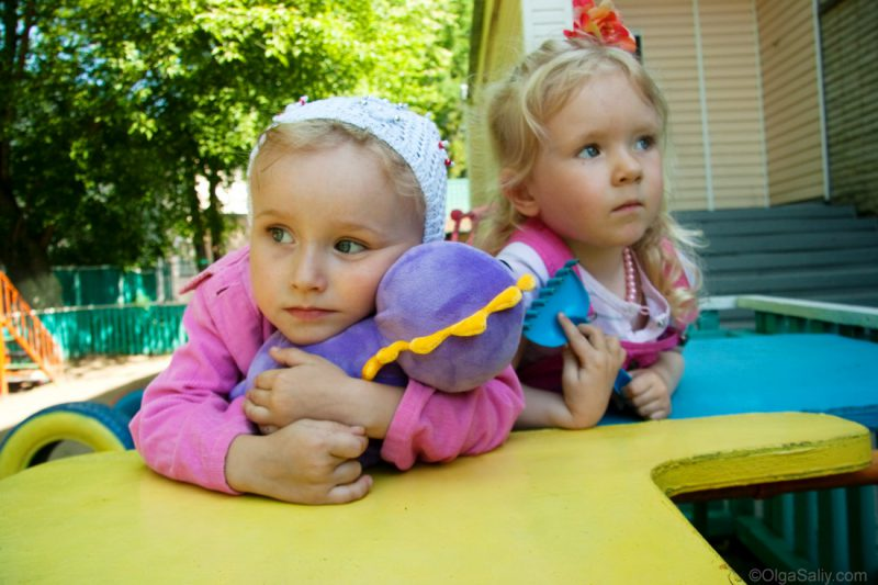 Дети на площадке в детском саду