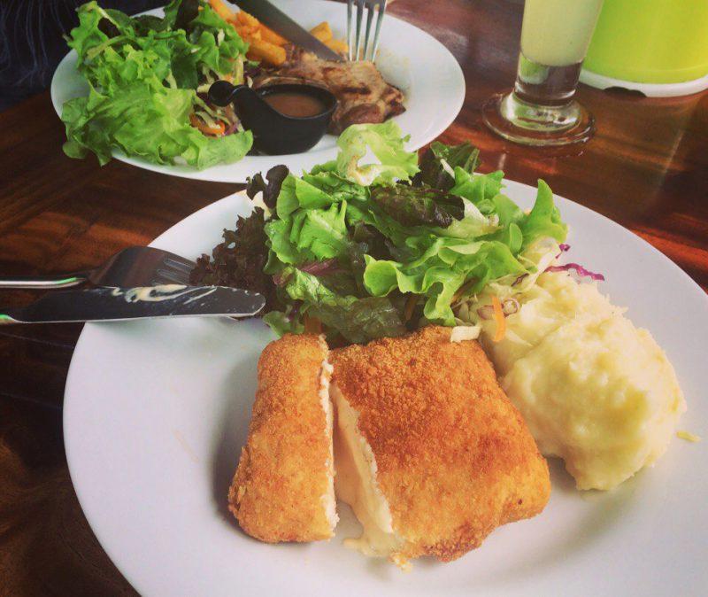 Стейки и вареная картошка на Самуи