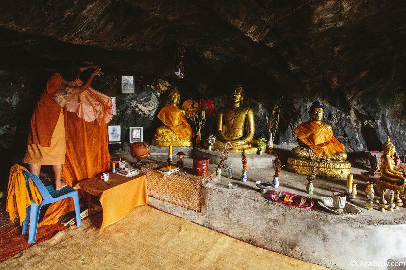 Буддийская пещера на берегу Сиамского залива
