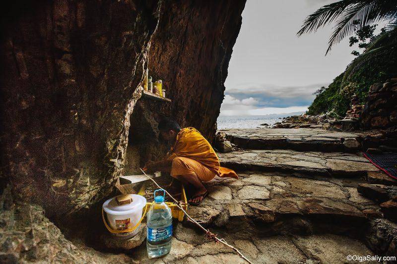 Пещера монаха отшельника в Таиланде