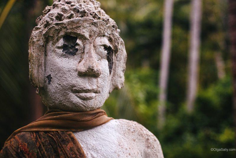 Лицо расстрелянной статуи на Самуи