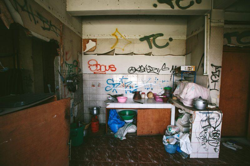 Кухня в жилой заброшке Сай Тай Май