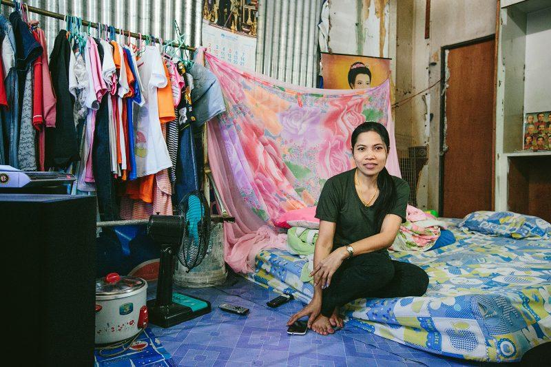 Женщина живущая в заброшенном доме возле Сай Тай май