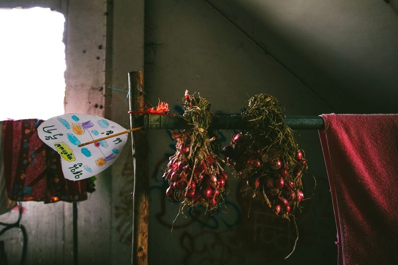 Жизнь людей в заброшенном доме в Бангкоке (6)
