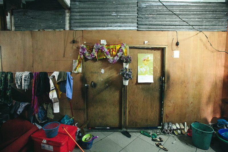Жизнь людей в заброшенном доме в Бангкоке (4)