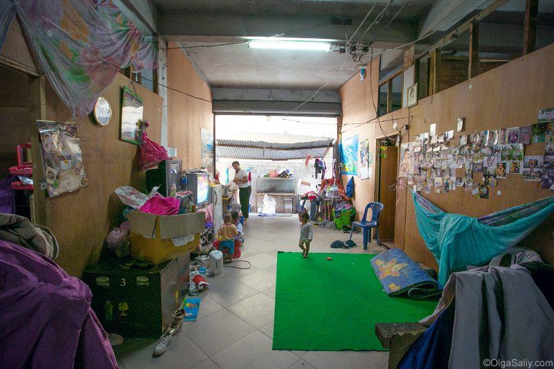 Жизнь людей в заброшенном доме в Бангкоке (3)