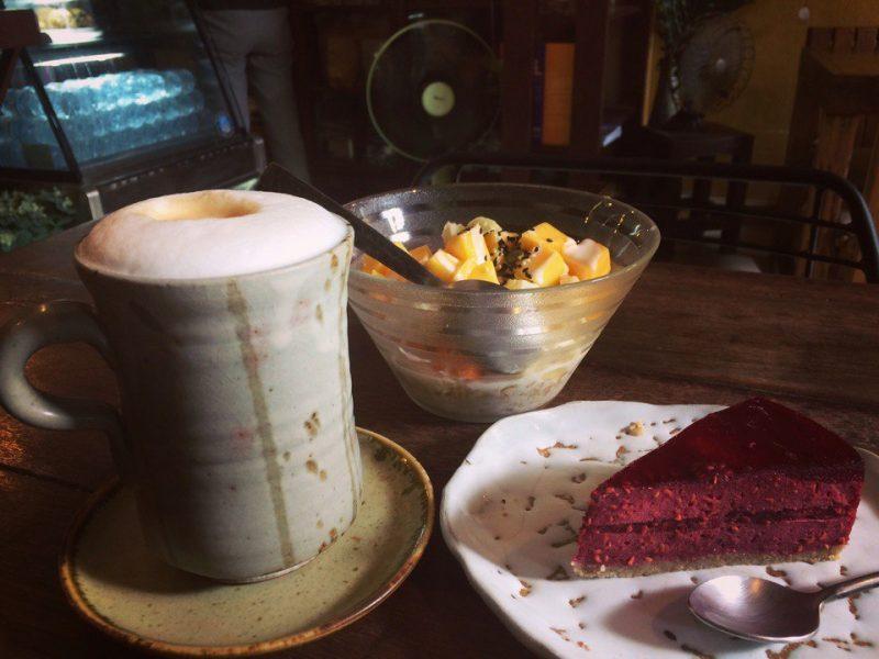 Кофе и сыроедческий тортик на Самуи