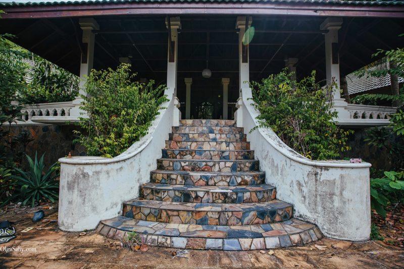 Заброшенный отель на берегу острова Самуи, пляж Чонгмон (2)