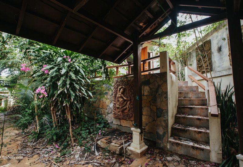 Заброшенный отель на берегу острова Самуи, пляж Чонгмон (16)