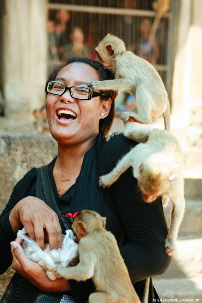 Храм обезьян в Лопбури, Тайланд (17)