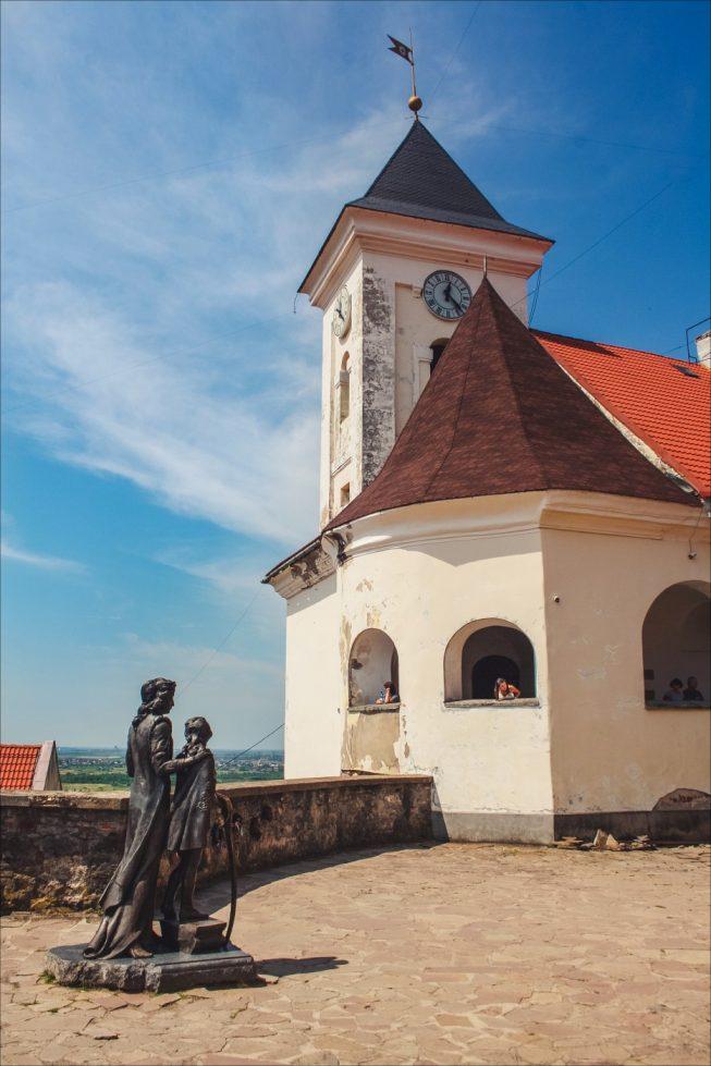 Памятник И. Зриньи с сыном Ф. Ракоци