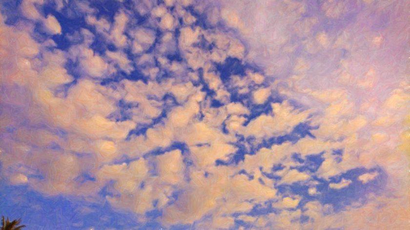 Синее небо и облака под действием грибов